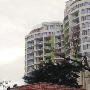 Многоэтажные дома в Ялте